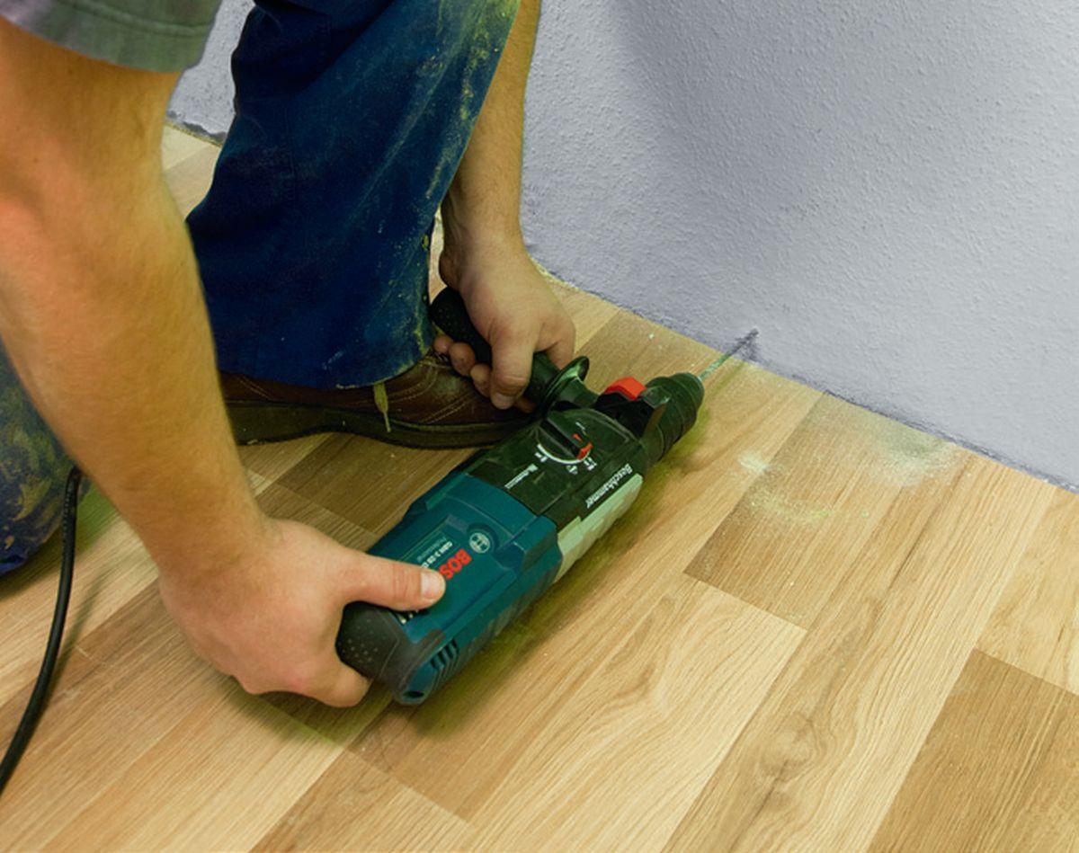 KROK I - Wiercenie otworów na kołki do listew podłogowych